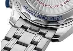 Omega Seamaster Diver 300M America's Cup Chronograph Detalle cambio rápido de brazalete y correa Cool New Tech, Omega Seamaster Diver 300m, Planet Ocean, Watch Model, America's Cup, Watch Brands, Prada