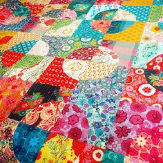 """Finished my drunkards path quilt top! I added another row and another column to make it 80"""" x 80""""! Now deciding if I'm crazy enough to hand quilt this for the next 5 years... #drunkardspath #annamariahorner #quiltingismytherapy 