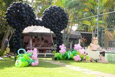 Já pensou em uma decoração com a ratinha mais charmosa para uma festa Minnie rosa? Pares de orelhinhas com lacinho fofo e detalhes pink. Vem ver!