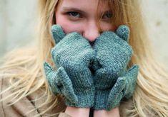 Très chics avec leur maille chinée couleur jeans, elles vont avec tout et gardent les mains bien au chaud. A tricoter aussi pour les fillettes (4 ; 6; 8; 10; 12 ou 14 ans). Tailles : a) 4/6 ans ...
