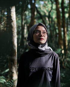 Casual Hijab Outfit, Ootd Hijab, Hijab Chic, Girl Hijab, Muslim Fashion, Hijab Fashion, Self Photography, Cute Muslim Couples, Foto Instagram