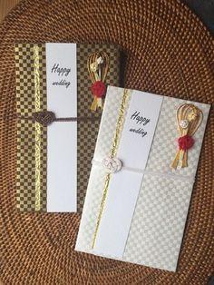 モダンな色使いの市松模様に、ブーケを思わせるゴールド×赤いの熨斗がおしゃれ。チャペルでの挙式にも違和感がありません。男性から贈るご祝儀にもおすすめです。 Red Envelope, Handmade Design, Packaging Design, Wraps, Gift Wrapping, Invitations, Japanese, Envelopes, Happy