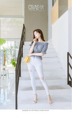 Ripped mid rise skinny jeans attrangs: shop korean fashion c Korean Fashion Minimal, Korean Fashion Summer Casual, Korean Fashion Work, Korean Fashion Trends, Korea Fashion, Ulzzang Fashion, Kpop Fashion Outfits, Korean Outfits, Casual Outfits