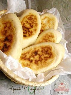 Pupusas Mexican Dishes, Mexican Food Recipes, Ethnic Recipes, Easter Recipes, Easter Food, Hungarian Recipes, Breakfast Lunch Dinner, Latin Food, Pizza