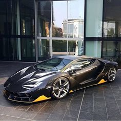 The Lamborghini Huracan was debuted at the 2014 Geneva Motor Show and went into production in the same year. The car Lamborghini's replacement to the Gallardo. Bmw Z4, Audi R7, Datsun 240z, Golf 5 Tuning, Exotic Sports Cars, Exotic Cars, Porsche 997 Cabrio, Rosa Bmw, Sexy Cars