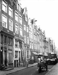 1960's. Window cleaning in the Jordaan in Amsterdam. Photo Cor Jaring. #amsterdam #1960 #Jordaan