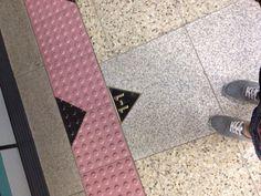 내가 지하철 가장 앞에 탄적이 얼마나 있을까. 환승을 위해 일부러 끝까지 걸어가면서도 낯설었다.