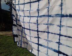● Bienvenidos ●  Desarrollo de la técnica japonesa SHIBORI. Generación de diferentes patrones/ pattern mediante el teñido de telas, de forma artesanal. Luego se aplican a la creación y desarrollo de productos para el hogar. Todas las estampas y los productos fueron hechos a mano. Picnic Blanket, Outdoor Blanket, Shibori, Shape, Product Development, Facts, Appliques, Patterns, Home