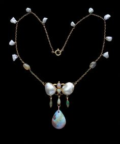 ALFRED H. JONES Arts & Crafts Necklace Gold Opal Pearl H: 6 cm in) W: cm in) L: 42 cm in) British, . Renaissance Fine Jewelry adores this beautiful jewel! For fine antique jewelry visit us at 151 Main St. Pearl Jewelry, Wire Jewelry, Jewelry Crafts, Antique Jewelry, Jewelery, Vintage Jewelry, Pearl Necklaces, Jewelry Ideas, Necklace Box