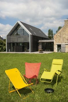 Colour Block Banana yellow, Papageno green, or Sunrise red… Lafuma are putting the fun back into furniture! This summer Lafuma are producing the Transat, Pop Up and other recliners in these vibrant lively colours.