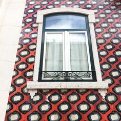 Nice red, and gray-ish #tile #composition in #Lisbon's #Alfama! #LINCE