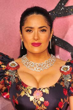 Salma Hayek is one of the wonderful celebs and she looks pretty with her purple lipstick. Desi Girl Image, Girls Image, Beautiful Girl Indian, Most Beautiful Indian Actress, Sexy Older Women, Sexy Women, Salma Hayek Images, Salma Hayek Body, Ripped Workout