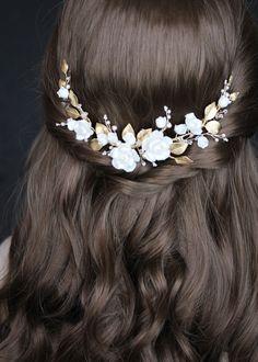 SPIRIT floral bridal headpiece 5 Floral Headpiece, Headpiece Wedding, Wedding Veils, Bridal Headpieces, Romantic Updo, Romantic Hairstyles, Bridal Bun, Bridal Hair, Clay Flowers