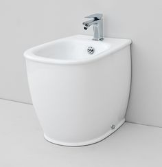 Azuley, design Meneghello Paolelli Associati. The.Artceram bathroom collection. Wall - hung sanitaryware. back to wall bidet