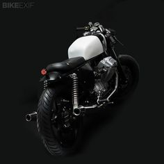 Moto Guzzi V75 by Venier Customs, right rear