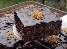 Η Απόλυτη Σοκολατόπιτα1 Chocolate Sweets, Love Chocolate, Sweet Desserts, Food And Drink, Cooking Recipes, Treats, Baking, Cakes, Clever
