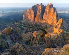One of my favorite places to go in eastern oregon. Cant wait to go back soon baby i will be home.Smith Rock at Sunrise, Eastern Oregon State Of Oregon, Central Oregon, Oregon Coast, Smith Rock Oregon, Oregon Living, Oregon Washington, Oregon Travel, Camping World, Take Better Photos