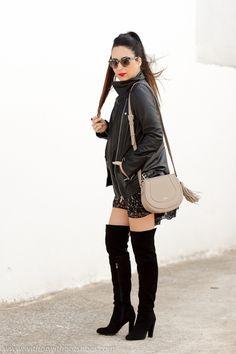 Mono short de flores con botas de ante por encima de la rodilla | With Or Without Shoes - Blog Influencer Moda Valencia España
