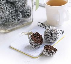 These chocolate date energy balls are a perfect pre or post-workout snack, or simply as a little low calorie afternoon pep-me-up.