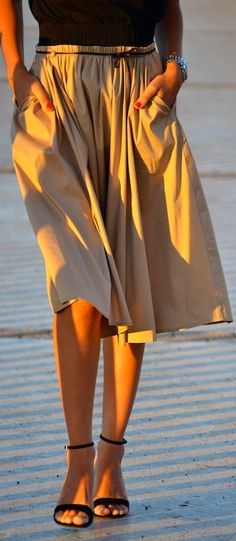 Camel Side Pocket Pleated Midi A-skirt