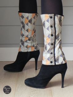 des guerres pour sublimer les chaussures. Diy Fashion, Fashion Shoes, Autumn Fashion, Fashion Design, Sewing Scarves, Diy Vetement, Old Sweater, Couture Sewing, Altering Clothes