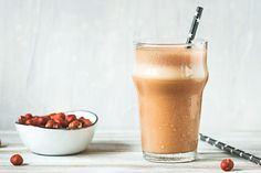 You've probably indulged in that delicious chocolate-hazelnut combo, but have you ever added coffee to the mix? Coffee, chocolate, and hazelnuts combined make one magical blend that'll satisfy your sweet cravings and give you the energy . Pear Smoothie, Smoothies, Ice Milk, Nutribullet Recipes, Chocolate Hazelnut, Shake Recipes, Frappe, Delicious Chocolate, Smoothie