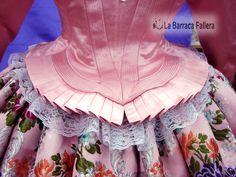 Diseño volante de corpiño de coteta siglo XVIII, confeccionado por Mariluz Santonja y el equipo de La Barraca Fallera para Marisa Tormo Carnicer, FM de Gandía 2010. #Fallas #Falles #Indumentaria #LaBarracaFallera