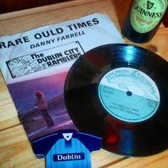 Congrats to Dublin gaelic football team on winning the Sam Maguire Cup yesterday.🏆 ...and goalkeeper/captain Stephen Cluxton from my old school St.David's Artane, who moved from superstar to legend!!! ...brilliant match!...and hard luck to Mayo who gave 100%! ....the Rare Ould Times are back again in Dublin!! 🎶  #rareauldtimes #dublin #upthedubs #dublincityramblers #dublin #ireland #lovindublin #vinyl #vinyllife #recordcollector #records #45rpm #vinylcollector #vinyligclub #vinylcommunity…