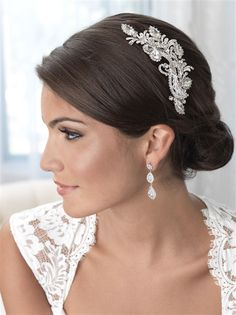 Calista Rhinestone & Swarovski Crystal Clip adds a gorgeous and sophisticated style to your bridal look. This finely detailed bridal comb is an alluring combination of sparkling rhinestones, Swarovski Crystals and accented with soft silver enamel leaves. This mesmerising bridal comb can be worn with a variety of hair styles. This headpiece secures