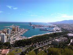 Hermosa vista de la Bahía de Málaga desde el Mirador de la Reina, Málaga, España.