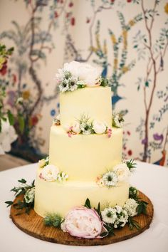 This rustic Ross & Ross cake had a classic shape that was dotted with wild-looking flowers.