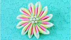 DIY Kanzashi Flores arcoíris en cintas - Kanzashi rainbow ribbons flowers in one…