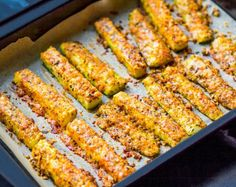 Parmesan Baked Zucchini is a great vegetable side dish or appetizer for your party or family dinner! Bake Zucchini, Zucchini Fries, Zucchini Pommes, Zucchini Rolls, Low Carb Recipes, Cooking Recipes, Healthy Recipes, Healthy Dishes, Food Swap