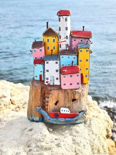 "Морской мирок ""Воспоминания о Чинкве Терре"" driftwood. Статуэтки. Лена Беляева (KoLenki). Интернет-магазин Ярмарка Мастеров. Фото №2 Pebble Painting, Pebble Art, Stone Painting, Beach Crafts, Home Crafts, Diy And Crafts, Wood Block Crafts, Scrap Wood Projects, Wooden Decor"