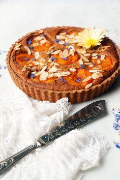 Apricot Frangipane Tart (vegan & grain-free) Apricot Dessert, Apricot Cake, Vegan Gluten Free, Gluten Free Recipes, Diet Desserts, Vegan Cake, Tart Recipes, Vegan Sweets, Vegan