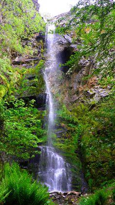 La Cascada Del Gualtón, (El Bierzo), León, Spain Beautiful Waterfalls, Beautiful Landscapes, Beautiful Sites, Beautiful Places, Places Around The World, Around The Worlds, South Of Spain, Spain Travel, Nature Pictures