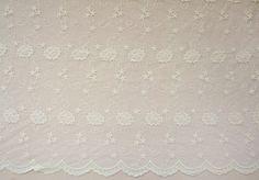 Dieser Stoff ist eine anmutige, erste Qualitycotton Spitze Stoff, bestickt  * Florale Stickerei Stoff: Vintage in Farbe. zwei Grenzen auf symmetrische Blümchen bestickt.  * Breite 51 Zoll (130cm), für 35X 51(90 x 130 cm) aufgeführt. Das ist eine volle Hof.   * Weich und romantisch. Dieser frische Spitzen-Stoff ist ideal für Hochzeit, Bekleidung, Vorhang, home decor oder... was auch immer Ihnen einfällt.  Beige Hochzeit Spitze Stoff, Sticken Lace Baumwollstoff, Vintage Bridal Gown Stoff von…
