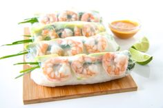 Shrimp and Avocado Summer Rolls (Fresh Spring Rolls) Shrimp Spring Rolls, Shrimp Rolls, Fresh Spring Rolls, Summer Rolls, Fresh Rolls, Vietnamese Recipes, Asian Recipes, Ethnic Recipes, Spring Roll Wrappers