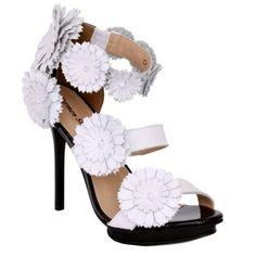sandália com flores verão 2.013 Carmen Steffens #casualdenovamutum fone 65 33084200 ou 3308 3039
