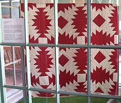 antique pineapple log cabin quilt in red and white - love this pattern Pineapple Quilt, Black And White Quilts, Two Color Quilts, Signature Quilts, Log Cabin Quilts, Quilt Stitching, Antique Quilts, Quilt Making, Quilting Designs