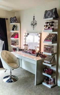 The makeup room design matters. The better designed it is, the easier things get. Need inspiration? If you do, check out our 16 makeup room ideas here Sala Glam, Rangement Makeup, Diy Casa, Make Up Storage, Storage Shelves, Room Shelves, Ikea Shelves, Closet Storage, Budget Storage
