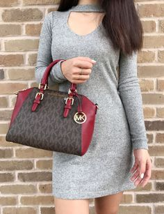 Michael Kors Ciara Signature Medium Messenger Handbag Wallet Set for sale online Trendy Summer Outfits, Casual Outfits, Cute Outfits, Handbags Michael Kors, Michael Kors Bag, Fashion Handbags, Purses And Handbags, Mk Purse, Louis Vuitton Speedy Bag