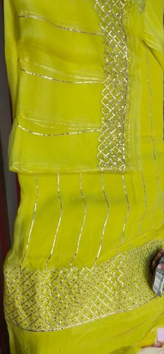 Embroidery Suits Punjabi, Embroidery On Kurtis, Kurti Embroidery Design, Couture Embroidery, Embroidery Fashion, Designer Punjabi Suits Patiala, Punjabi Suits Designer Boutique, Boutique Suits, Kurtha Designs