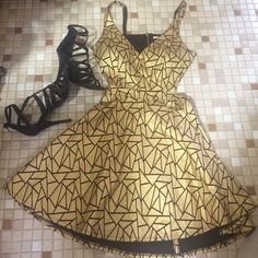 Black and Gold metallic dress Amazing dress and great fit on the body! Good to pair with either nude or black heels. The back is a open back. Only worn once. In amazing condition! Mustard Seed Dresses Mini