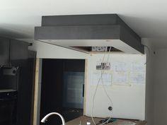 Faux plafond pour hotte de cuisine en CéramiqueXXL ( grand format) Grand Format, Bathroom Lighting, Loft, Mirror, Bed, Furniture, Home Decor, Countertop, Ceiling