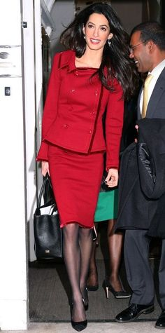 Amal Clooney knows how to rock a red skirt suit. Amal Clooney knows how to rock a red skirt suit. Lawyer Fashion, Office Fashion, Work Fashion, Star Fashion, Fashion Tips, Amal Clooney, George Clooney, Classy Outfits, Cool Outfits