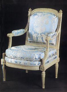 Fauteuil à la reine  Georges Jacob (1739-1814) France, époque Louis XVI (1774-1791) Hêtre sculpté et peint Inv. LOUVRE OA 8166