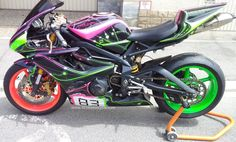 Triumph Daytona 675 oh my god this is a gorgeous color combo!!!!!