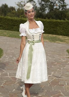 Krüger+Madl,+Brautdirndl | Brautdirndl, Krüger Madl in creme