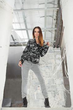 Szlafrokowy, wełniany żakiet. Wrapped, woolen jacket. http://www.bee.com.pl/e-sklep/